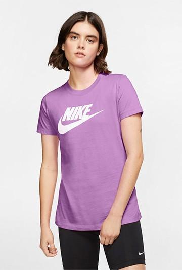 Camiseta Nike Sportswear Essential morada