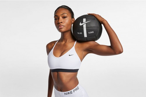 Camiseta Nike Indy Light-Support Spo Blancas