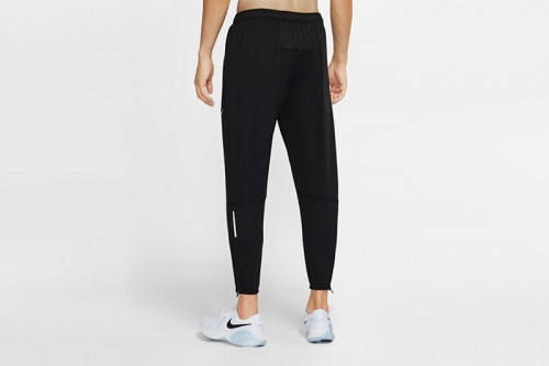 Pantalón Nike Essential negro