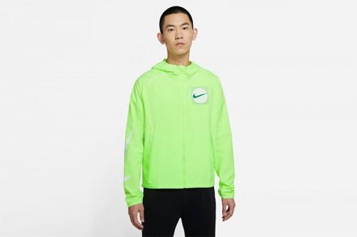 Cortavientos Nike Essential Wild Run verde