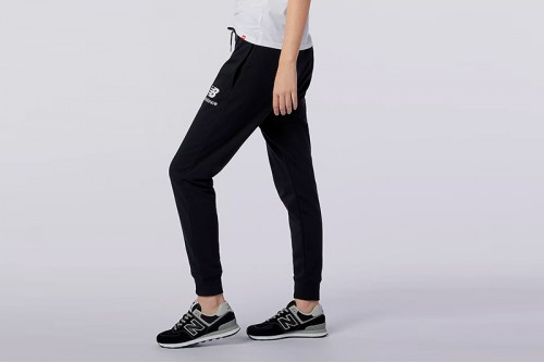 pantalon New Balance NB Essential Stack Logo Slim Sweatpant negro